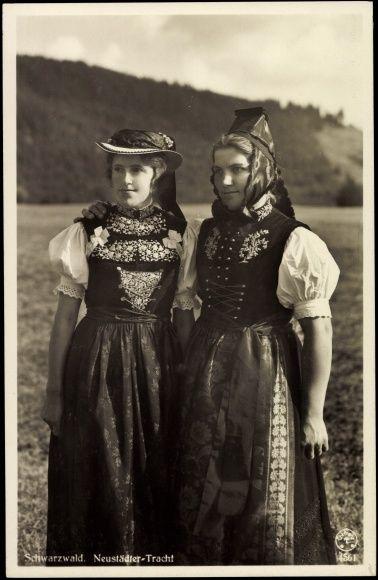 Ansichtskarte / Postkarte Junge Frauen aus dem Schwarzwald, Neustädter Tracht