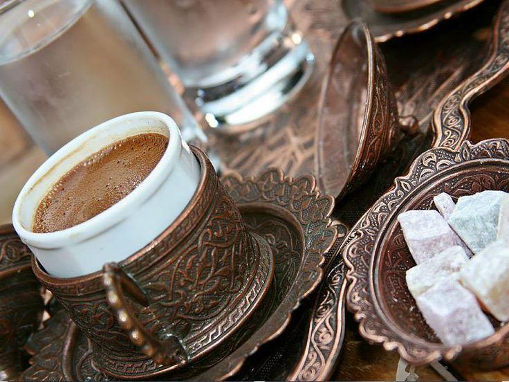 Hoş sohbetlerin baş tacı kahve masamıza ortak olmadan önce başından neler geçti bilmek ister misiniz? Mis kokulu bir yolculuk için tıklayın: http://bit.ly/1uWYJYY  #etstur #KeskeTatilOlsa #tatil #holiday #travel #eglence #dergi #keyif #kahve #coffee