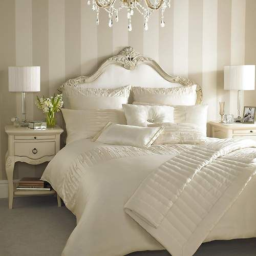Kylie Minogue bedding. Love striped wall.
