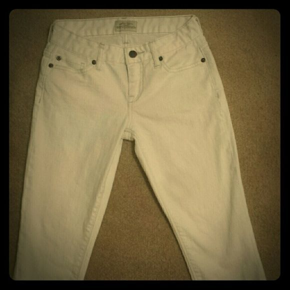 """Aeropostale size 0 REG White Jeans Aeropostale """"Ashley"""" Ultra Skinny Cropped white jeans. Only worn a few times, since I wasn't really used to the idea of white jeans at the time. Plus, I outgrew them quickly. Also, I usually wear short or petite jean sizes, but these worked out fine since they're technically """"cropped"""".  Of course, they don't fit me now that I actually like white jeans! Aeropostale Jeans Ankle & Cropped"""