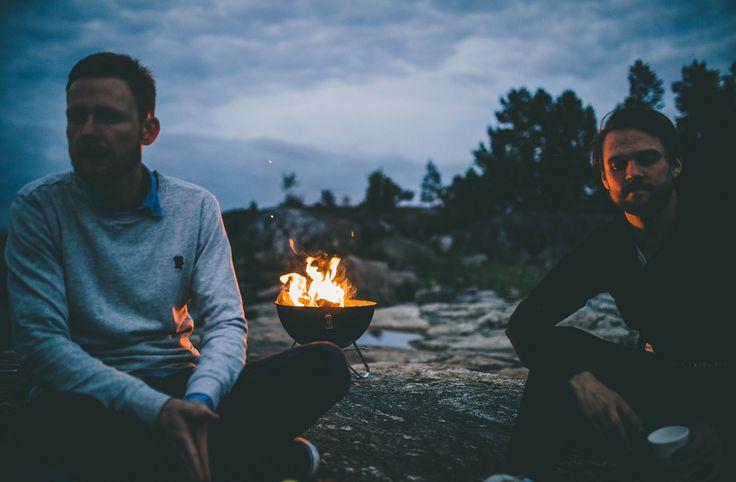 Sommarkväll med grillning vid havet