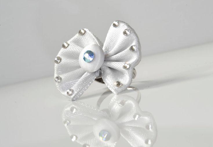 Silver bow coctail ring, Swarovski stones