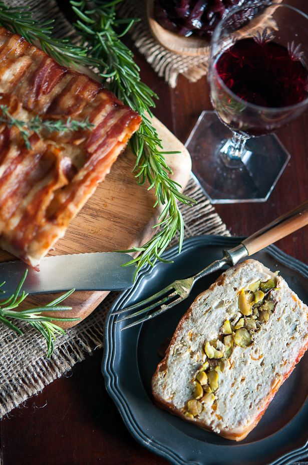 Christmas chicken terrine with bacon and pistachios | Gourmantine