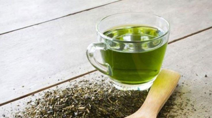 Un articol de Maya  Buna tuturor, azi e ziua voastra norocoasa – caci prin intermediul acestui articol va vom dezvalui cum sa pregatiti cel mai puternic ceai din trei ingrediente, care sa va ajute sa pierdeti rapid in greutate.  Rezultatele nu vor intarzia sa apara!  Acest ceai preparat in casa este extrem …