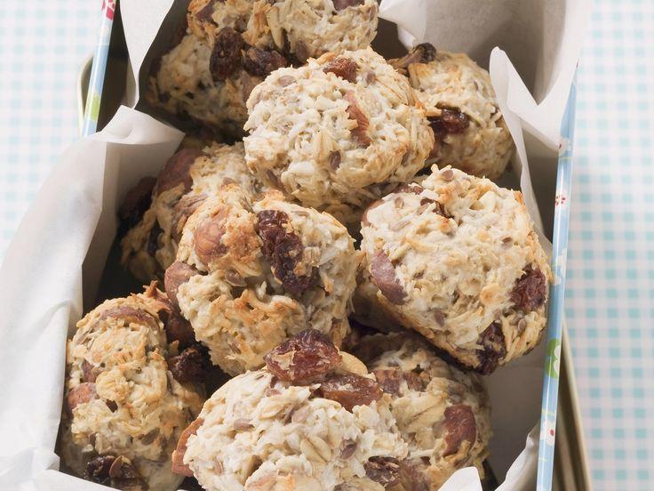 Müslibällchen mit Haselnüssen und Kokosflocken | Zeit: 1 Std. | http://eatsmarter.de/rezepte/mueslibaellchen
