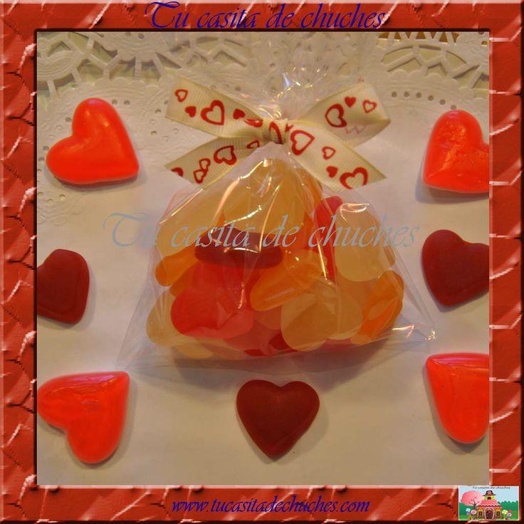 Bolsita chuches con tiernos corazones de gominola. Posibilidad de incluir etiqueta personalizada para bodas u otros eventos. Encuéntralas en www.tucasitadechuches.com