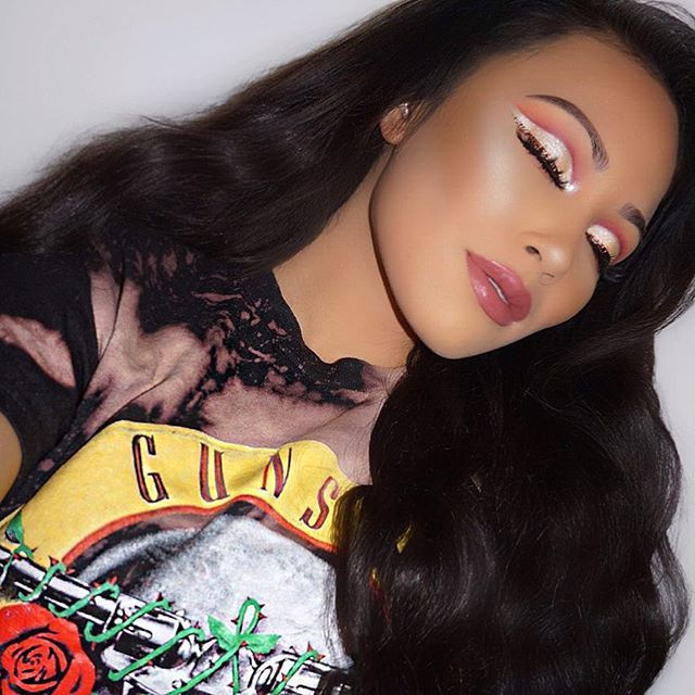 "Guns N' Roses Shirt from @laurasboutique  Brows ➸ @benefitcosmetics ""4"" Precisely my brow pencil  Eyes ➸ @limecrimemakeup Venus palette ""Rebirth"" and ""Muse"" in the crease, ""Aura"" on the lid, @doseofcolors ""Pearl"" in the inner tear duct, and @kleancolor ""Copper"" liner Lashes ➸ @thelashbox ""lashaholic""  Skin ➸ @smashboxcosmetics ""2.4"" Studio Skin foundation/""Medium"" Studio Skin 24 hour concealer, #balmcosmetics Betty-Lou Manizer, @anastasiabeverlyhills That Glow Kit  Lips ➸ @ofracosmetics ""..."