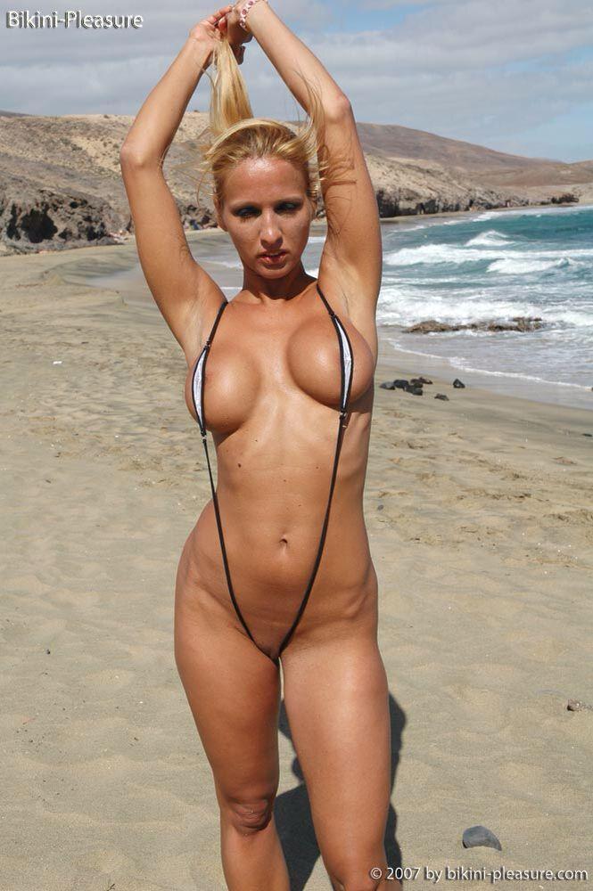 Amateur bikini babe tgp