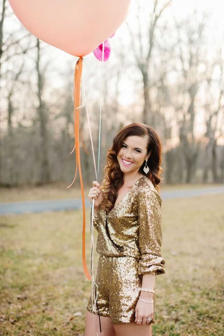 Massive balloons - check. Balloon tassle/fringe - check. Fabulous outfit - check. Sunset - check. Fabulous friendor - check. Best 30th birthday photoshoot ever!! {Photo cred: @reneehphoto} More pics & details on the blog! // Creating the Silver Lining