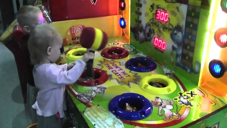 Яна в детском развлекательном центре Play day Jan in the children's ente...