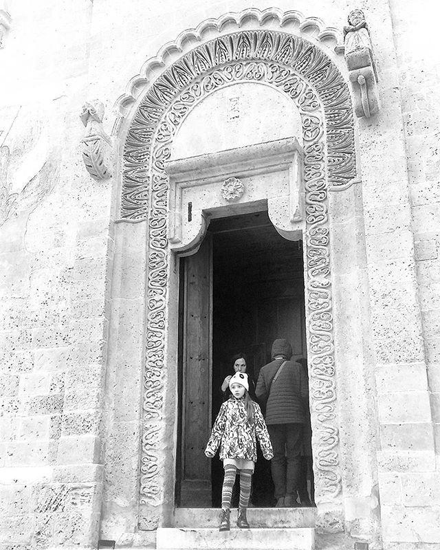 La cattedrale di Matera, uno dei portali. #matera #matera2019 #lucania #basilicata #italia #italy #cathedral #cattedrale #biancoenero #blackandwhite #door #doors #porta #portale #kid #igersbasilicata #ig_basilicata #igersitalia #art #arte #travel #instatravel #travelgram #travelingram #travelphotography by gdmercury. igersbasilicata #travel #travelphotography #arte #matera2019 #basilicata #kid #ig_basilicata #italy #instatravel #cathedral #travelgram #travelingram #matera #italia #door…
