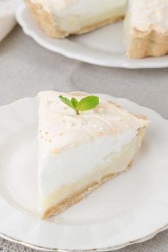Lemon pie για... τεμπέλες θα μπορούσε να χαρακτηριστεί αυτή η συνταγή αφού δεν έχει μαρέγκα, δεν χρειάζεται ψήσιμο παρά μόνο καλό πάγωμα και η γεύση της είναι σούπερ!  Για να αγοράσεις τα υλικά κάνε κλικ εδώ!