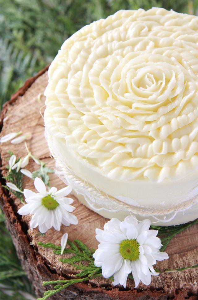 La MEJOR receta de Carrot Cake o tarta de zanahoria: Suave, esponjosa, con un ligero sabor a zanahoria y canela que se complementa con los trozos de nueces.