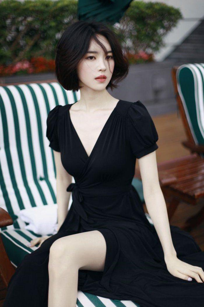 une bien jolie robe: cache cœur légèrement épaulée (et un teint de porcelaine)