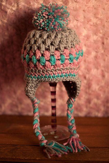 Bonito gorro con orejeras, a crochet / ganchillo... Preciosos colores.