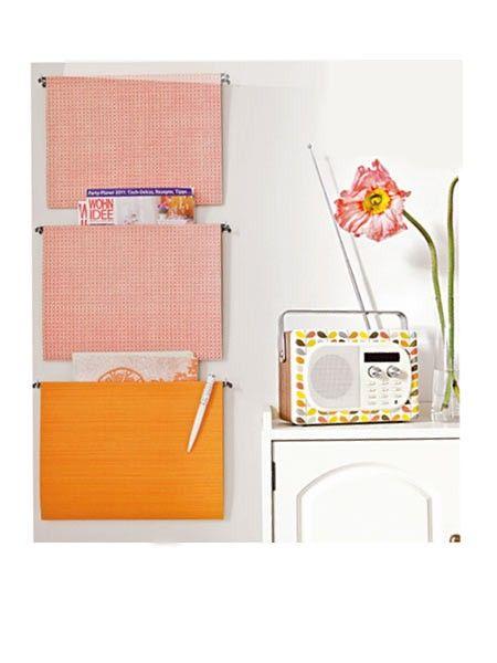 Hängemappen mit Geschenkpapier bekleben = Wandorganisation (z.B. für Briefe)