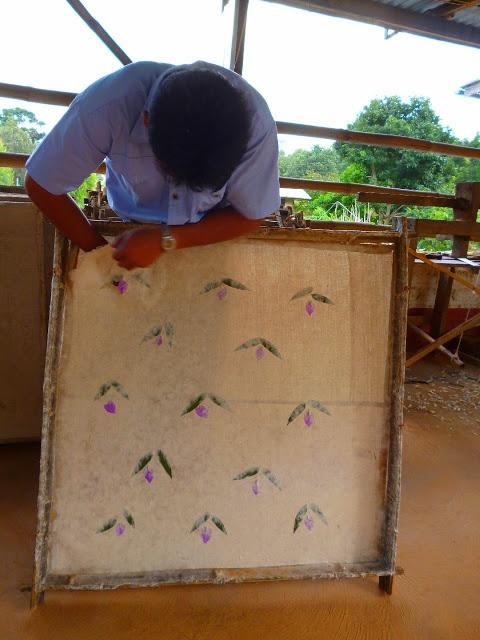 Dolorespormiabuela: Viajes -Fabrica de parasoles en Pindaya, Birmania  Fabric paper umbrella, Pindaya . Burma