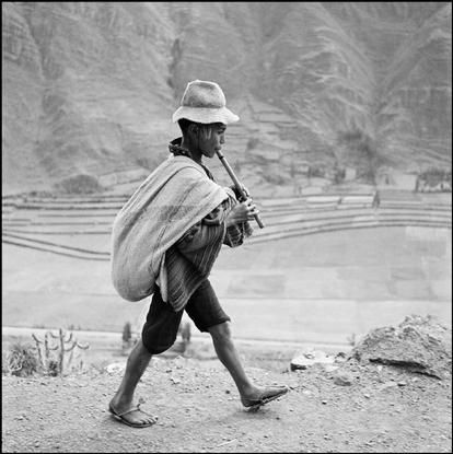 Werner Bischof - PERU. 1954. On the road to Cuzco, near Pisac, in the Valle Sagrado of the Urubamba river