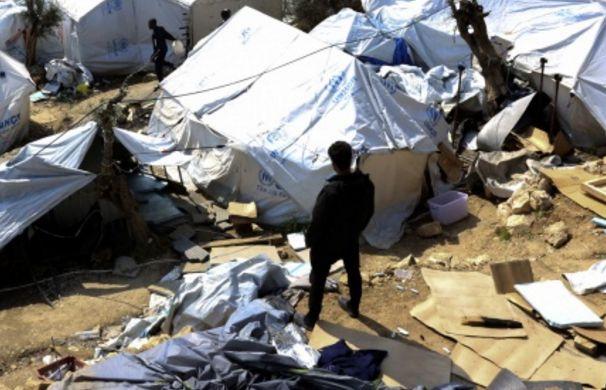 Εξέγερση στη Μόρια - εκτός ελέγχου η κατάσταση, καίγονται εγκαταστάσεις