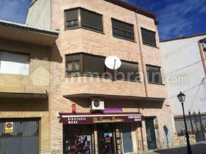 Duplex en la localidad de Magán de 75 m² con 2 habitaciones, 1 baño completo, 1 aseo y salón comedor con cocina americana. Edificio con ascensor.