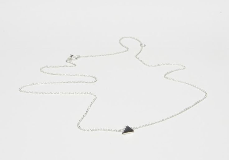 Necklace with triangular pendant Material: Silver One size Chain 50 cm Price ex shipping  Halsband med triangelformad berlock Material: Silver One size Kedja 50 cm lång Pris ex frakt