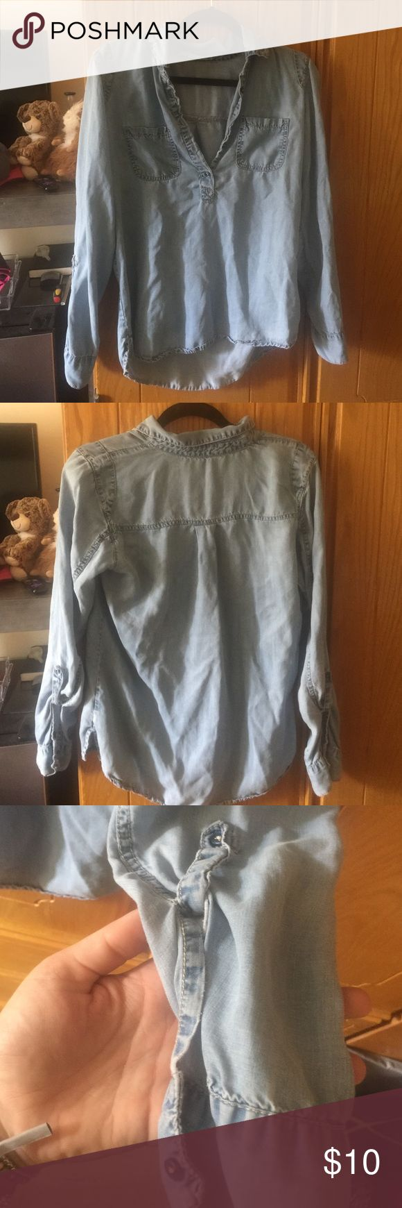 Light weight denim long sleeve top Size m. No flaws Maurices Tops