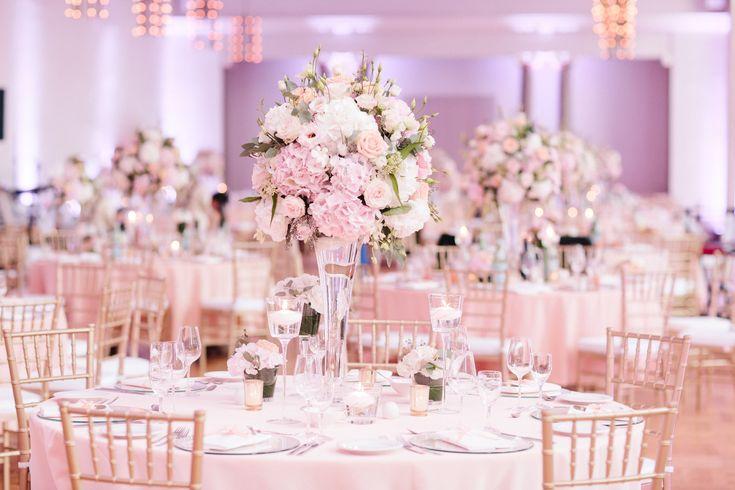 Hochzeitsdekoration in pastell farben kombiniert mit gold farbigen ...