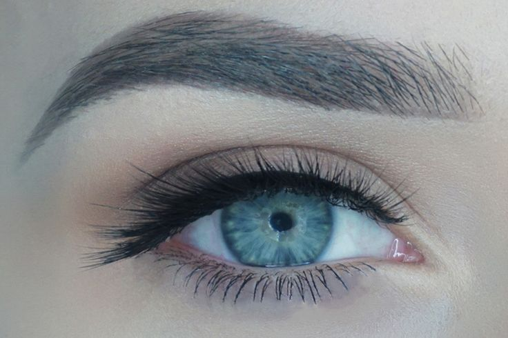 These side swept lashes are gorgeous and come with just enough drama to give you a more voluminous look. These 3D silk beauties are not only lightweight but come with a flexible cotton band to blend in easily with your natural lash line. This is one of our fuller 3D effect lashes that are oh so soft!