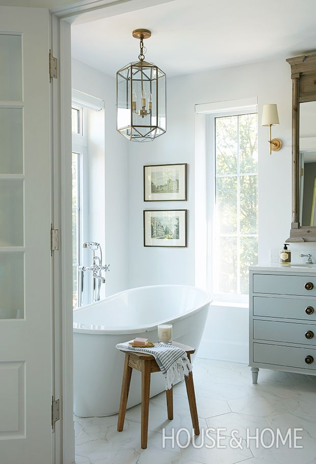 A trad pendant hung above the tub allows for many a late-night soak in this dainty bathroom. | Photographer: Maxime Desbiens | Designer: Melanie Cherrier