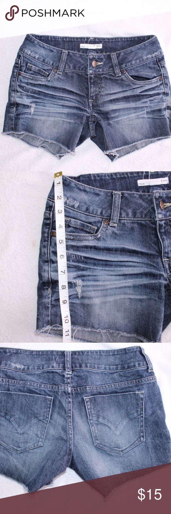 21 Denim Daisy Dukes Adorable Daisy Dukes! In perfect condition. No tears or snags. Bundle and save! Forever 21 Shorts Jean Shorts