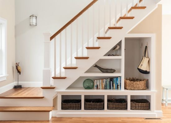 Kreative Wege, um den Raum unter der Treppe zu nutzen
