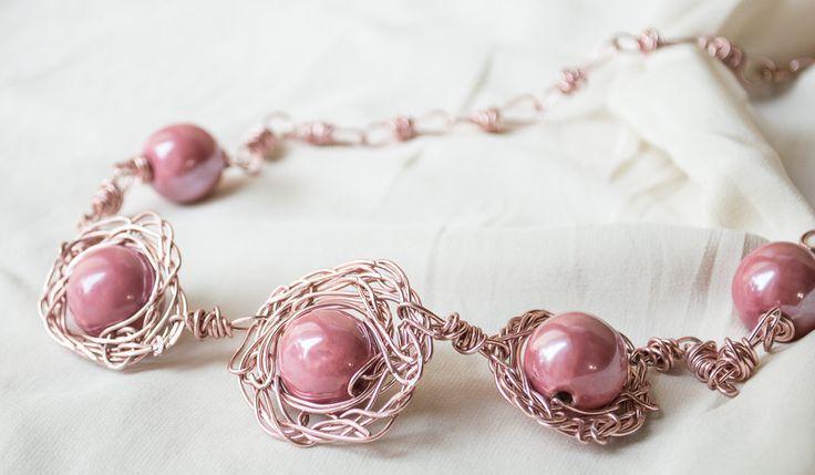 Collana Lunga in Filo di alluminio in colore  rosa con perle di ceramica Wire Wrapping Gioielli, by unikacreazionishop, 20,00 € su misshobby.com