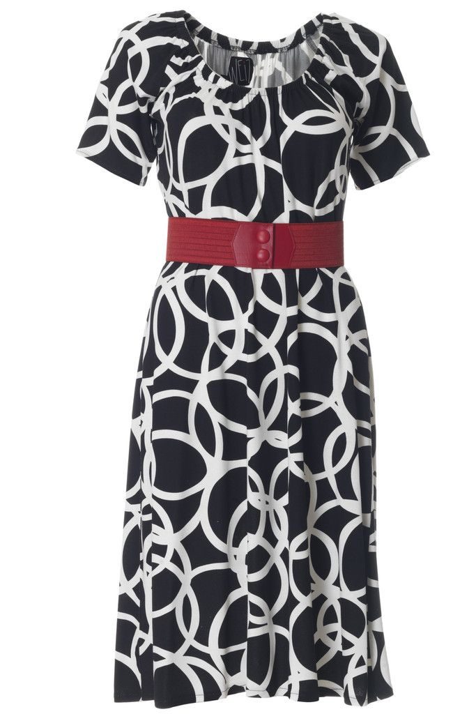Is there anything better than a red belt on a black and white dress? It just sum up the retro look. The Lynn dress is an all time favourite of ours.