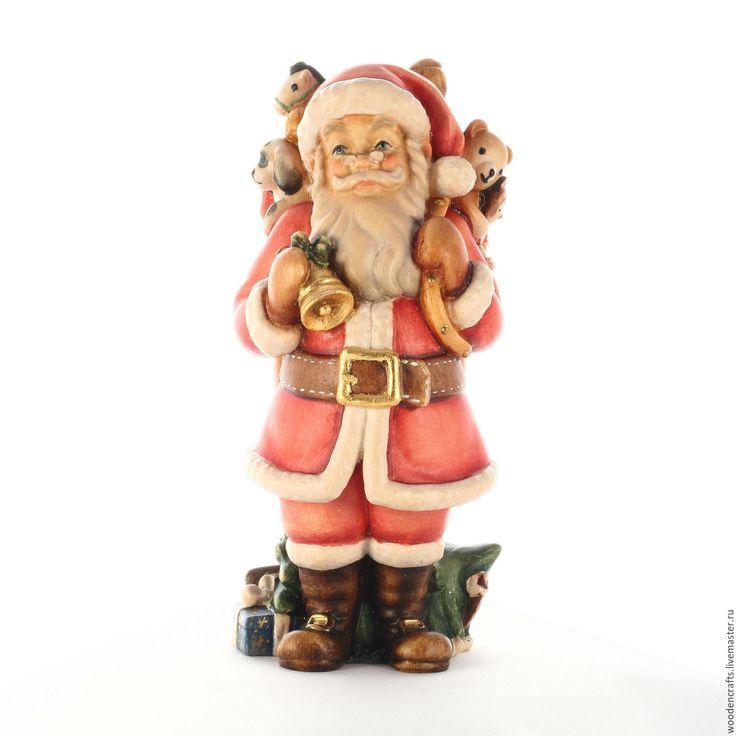 Купить или заказать Санта Клаус в интернет-магазине на Ярмарке Мастеров. Деревянная статуэтка Санта Клауса - оригинальное украшение Вашего новогоднего интерьера и идеальный подарок родным и близким. Выполненный вручную из массива дерева искусными мастерами, Санта Клаус станет предметом, который будет храниться в Вашем доме всегда и передаваться по наследству.