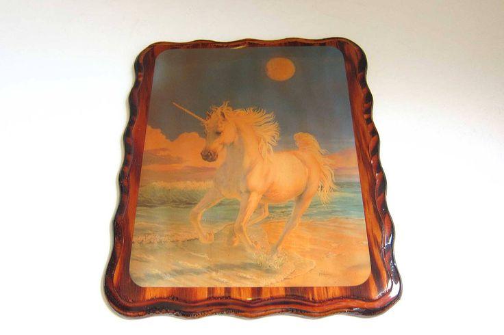 Art mural Vintage Licorne magique en cours d'exécution sur Plaque de bois laque plage de découpage / main fantaisiste par TheSweetBVintage sur Etsy https://www.etsy.com/fr/listing/504479740/art-mural-vintage-licorne-magique-en