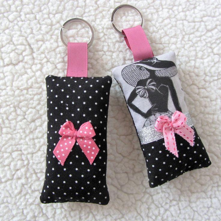 """Deux porte-clés """"la parisienne"""" N°3 rétro chic en gris noir et rose : Porte clés par nymeria-creation"""