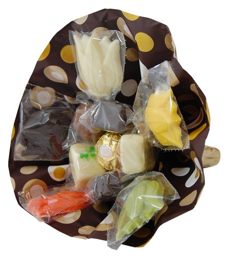 Chocolade boeket  Description: Weer eens wat anders dan een bosje bloemen een boeketje chocolade. Heerlijke bonbons met platte chocolade samengesteld als een boeketje. Een origineel cadeautje voor de chocolade liefhebber.  Price: 8.25  Meer informatie  #Jamin