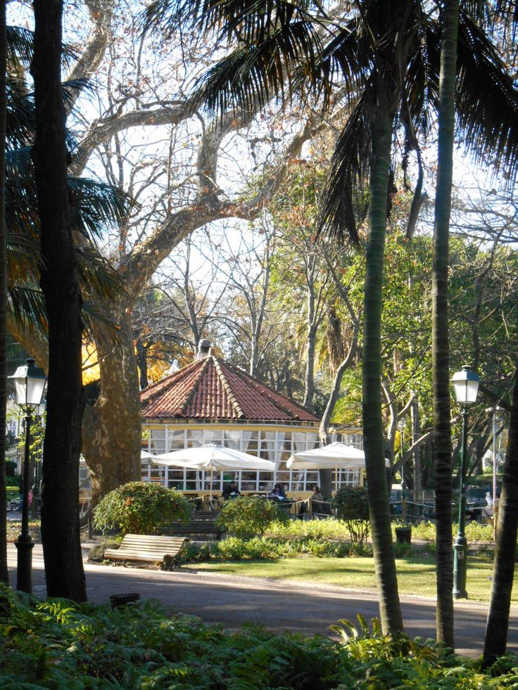 Lisbon: Jardin Estrella