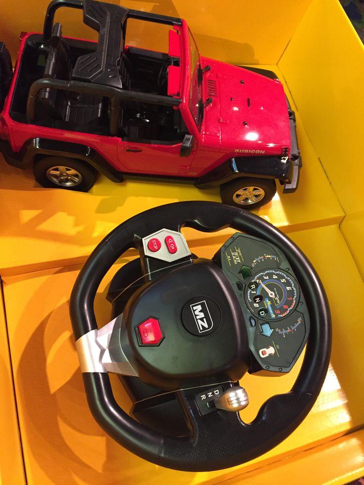 Jeep rouge télécommandé avec volant. 119.99$ Disponible en boutique ou sur notre catalogue en ligne. Livraison rapide au Québec.  Achetez-le info@laboiteasurprisesdenicolas.ca