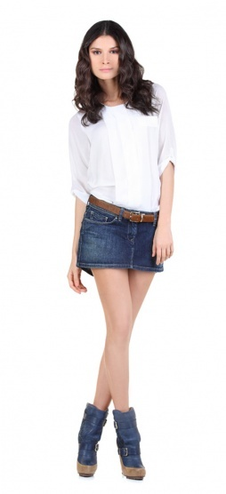 Need a daytime look? What about this mini-skirt with golden studs and a white flowing shirt? Just match them with a belt and a pair of denim ankle boots and you're ready to go!