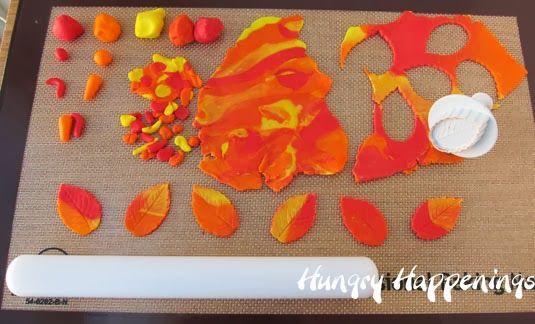 Thanksgiving Treats – Chocolate Turkey Pretzel Pops
