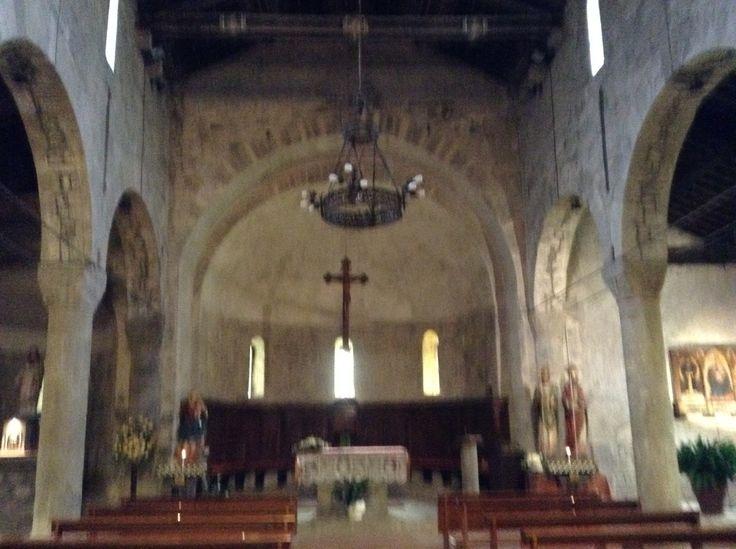 Codiponte la pieve interno, l'abside e gli archi a tutto sesto delle navate