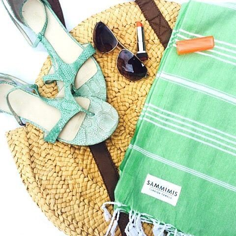 COMPETITION TIME || Summer is just around the corner and to welcome @sammimis to our centre we have a gift box of 2 of their gorgeous Santorini 100% Turkish Cotton towels up for grabs! To be in the running to win, simply comment with your favourite summer colour below and follow @sammimis ☀️ #goodluck #westfieldcarindale #sammimis #competitiontime #turkishtowel