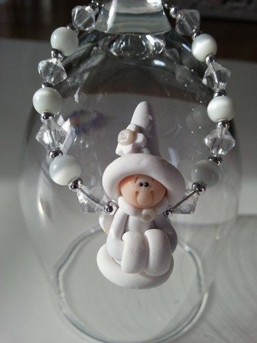 Here is an unique gift for little girl of 3 years old and over . A bracelet made with a cute fimo princess and glass beads. Lengh : 6 inches  ************ My jewelry are made to be as secure and safe
