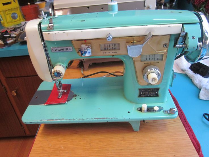 Seafoam Green Dressmaker Sewing Machine