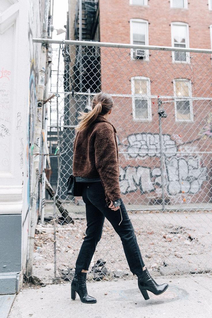 Soho-NY-Faux_Fur_Jacket-Sandro-Levis-Ladies_in_Levis-Outfit-Striped-Top-Outfit-Street_Style-17
