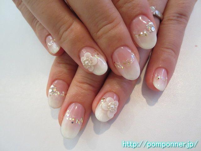 ホワイトのグラデーションにラメが綺麗なブライダルネイル bridal nail lame is clean to white gradient. Clear base to create a gradient in white, was scattered lame of hologram containing the boundary. Both ring finger is topped with 3D flowers, adorned the center in the Pearl. ------------------------------------------  458-0002 愛知県名古屋市緑区桃山3丁目1203 ネイルサロン ポンポネ(nailsalon pomponner) 0120-959-716