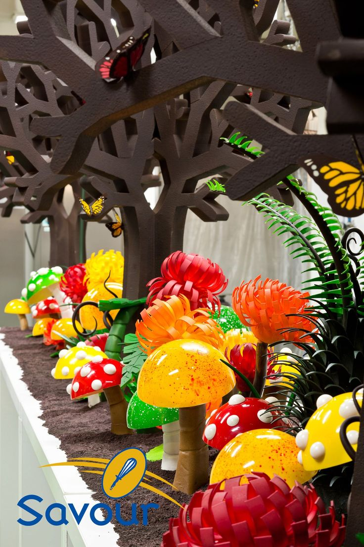 Kirsten and the talented chefs at Savour School built an edible chocolate garden which stood over 1.5 meters tall, using over 600kg of Callebaut couverture. #showpieces