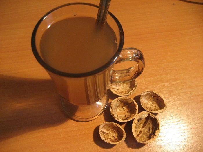 Jak využít skořápky, slupky a listí z vlašských ořechů