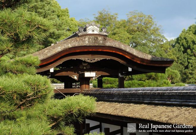 Shinden style architecture at the temple Ninna-ji in Kyoto  http://www.japanesegardens.jp/gardens/secret/000012.php | Real Japanese Gardens